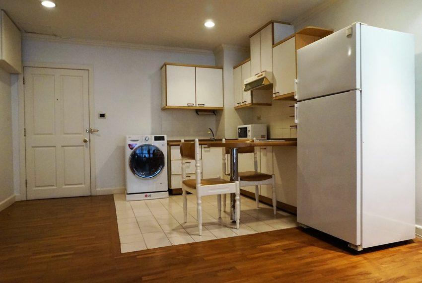 Bann Ploenchit Condo - 1 bed 1 bath - Kitchen 2