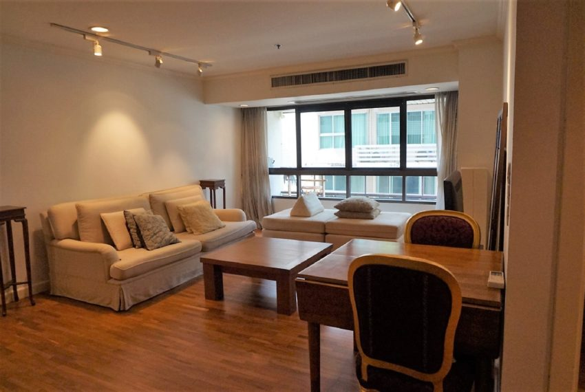 Bann Ploenchit Condo - 1 bed 1 bath - Living Room