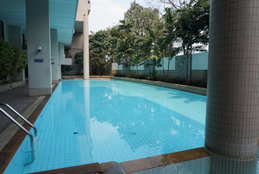 Bann Ploenchit Condo - Swimming Pool