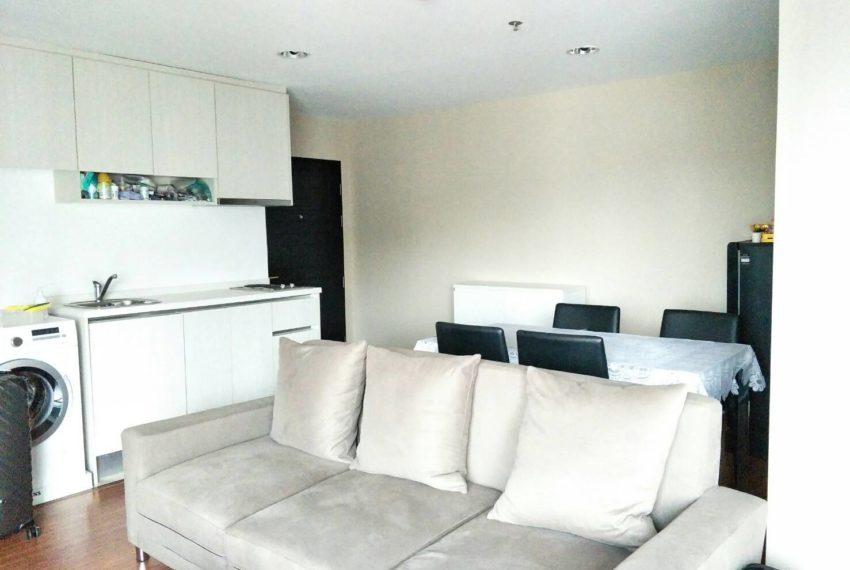 Bell Avenue-sale-livingroom-3