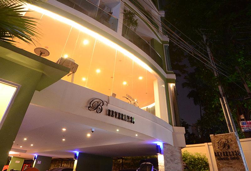 Beverly 33 condo - entrance