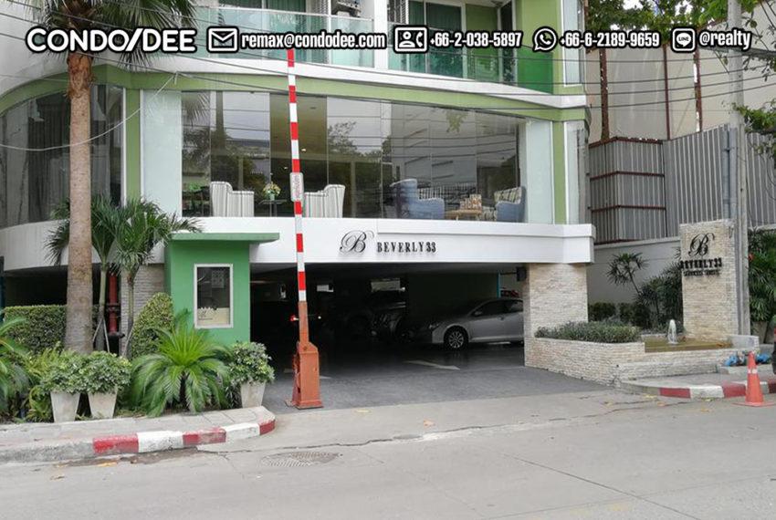 Beverly 33 condominium - pool at night