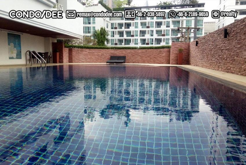 Beverly Tower Sukhumvit 13 - building entrance