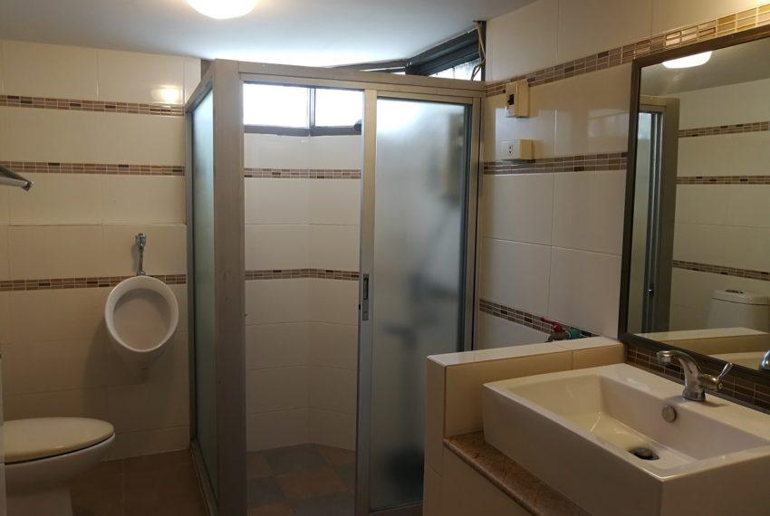 Beverly_2b2b_bathroom1