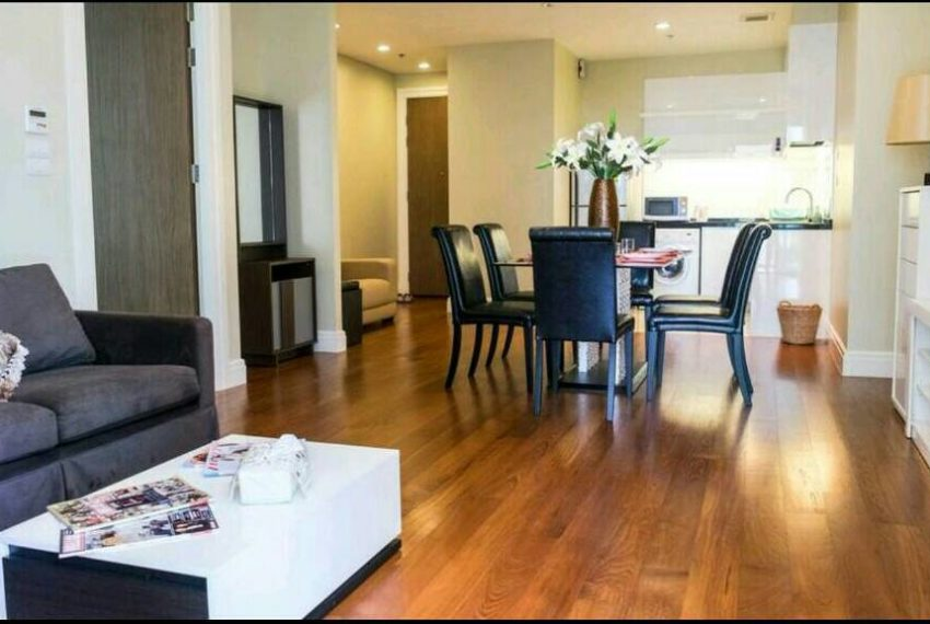 Bright Sukhumvit 24 1 bedroom for sale - living