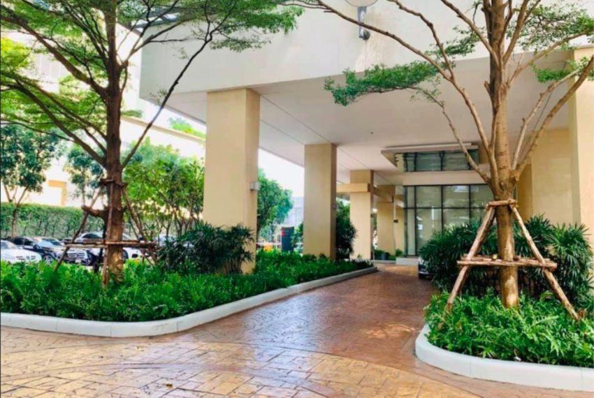 Bright Sukhumvit 24 condominium - entrance