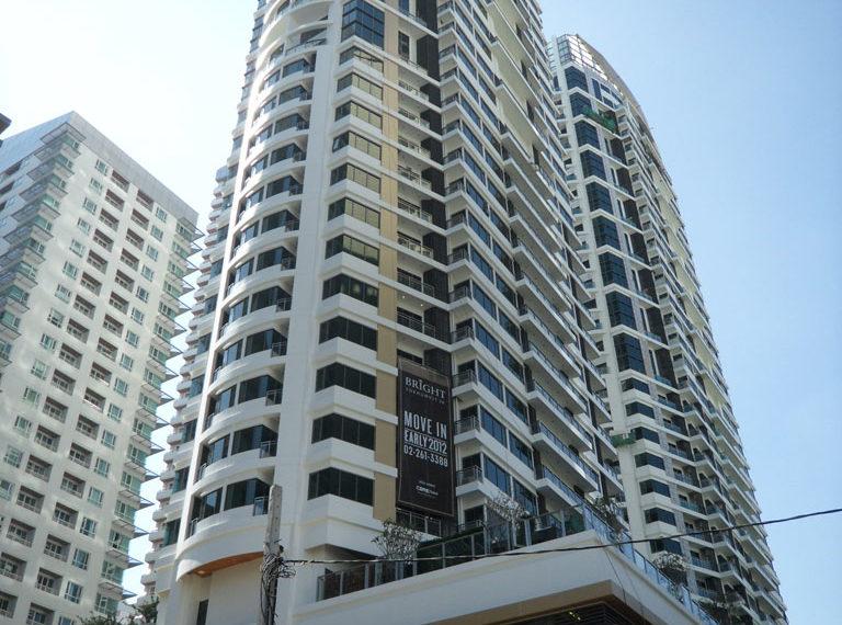 Bright Sukhumvit 24 condominium near EMQuartier - building