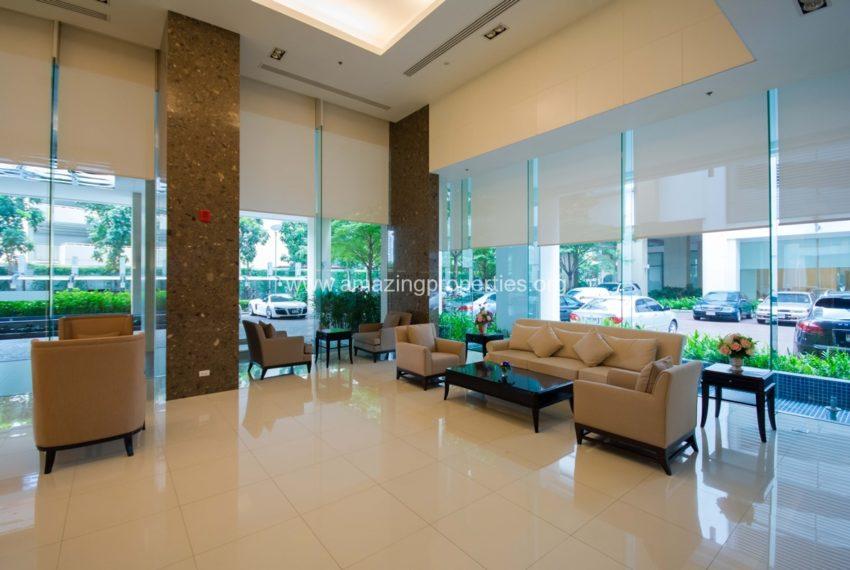 Bright Sukhumvit 24 condominium near EMQuartier - lobby