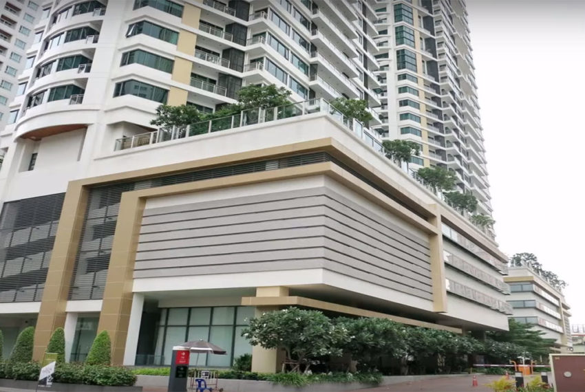 Bright Sukhumvit 24 condominium near EMQuartier - retail area