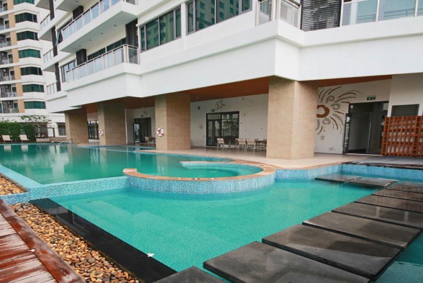Bright Sukhumvit 24 condominium near EMQuartier - swimming pool