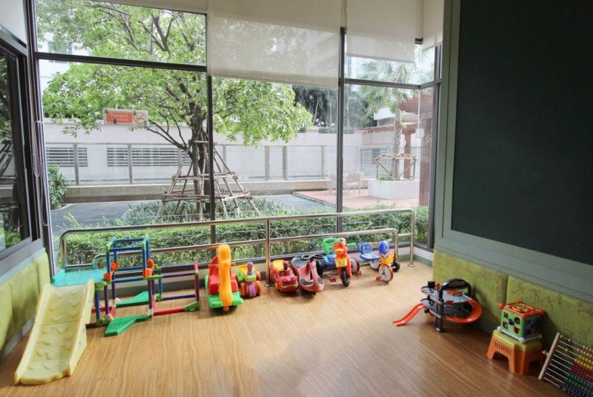 Bright Sukhumvit 24 condominium - playground