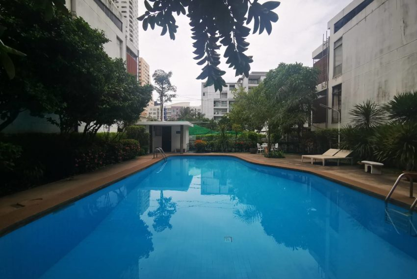 CS Villa Sukhumvit 61 - inner pool
