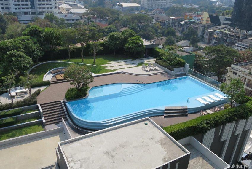 Ceil by Sansiri condo in Ekkamai 12 - garden and pool