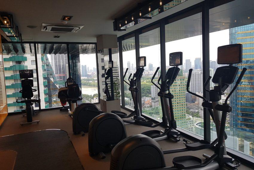 Celes Asoke condominium - fitness lake view