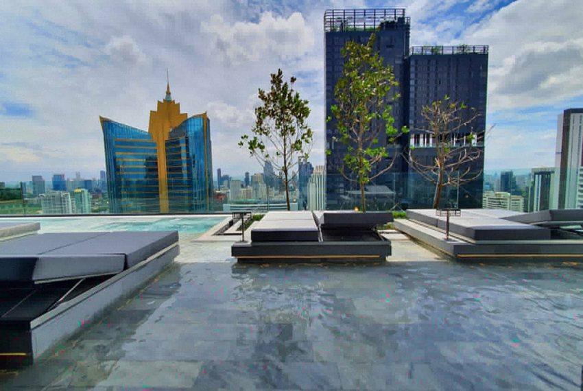 Celes Asoke condominium - pool
