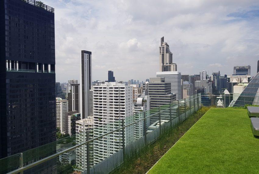 Celes Asoke condominium - rooftop garden