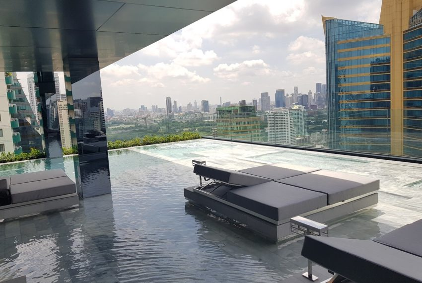 Celes Asoke condominium - swimming pool