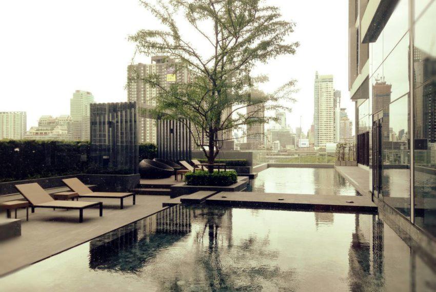 Chewathai-Residence-Asoke-Big-Swimming-Pool-Floor7-2