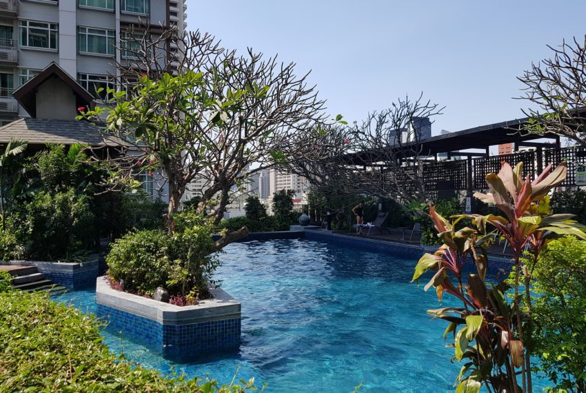 Circle Condominium Phetchaburi - swimming pool