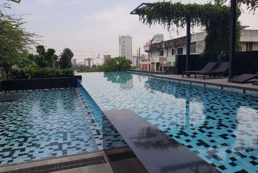 Circle Living Prototype - infinity swimming pool