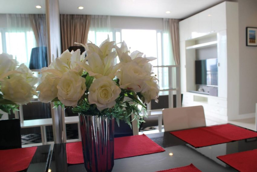Circle Petburi_livingroom2
