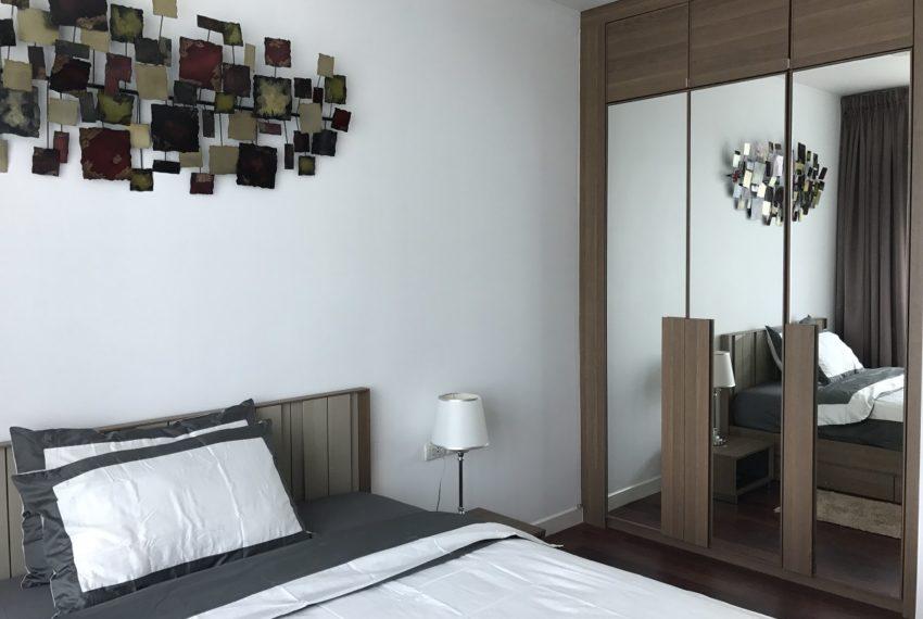 Circle Phetchaburi 1-bdroom for rent - closet in bedroom