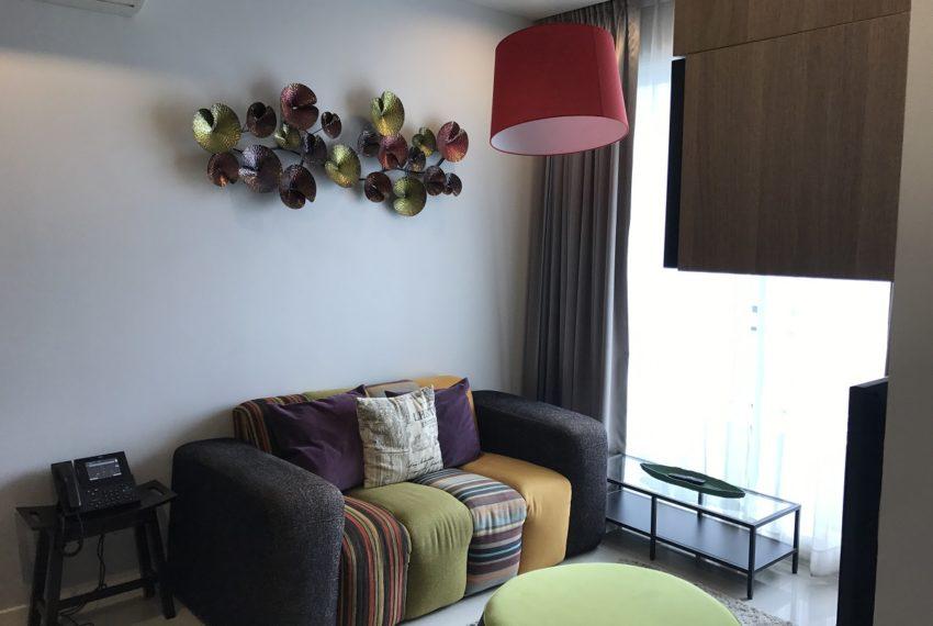 Circle Phetchaburi 1-bdroom for rent - living room