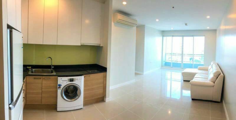 Circle-Phetchaburi-2-bedroom-sale-kitchen