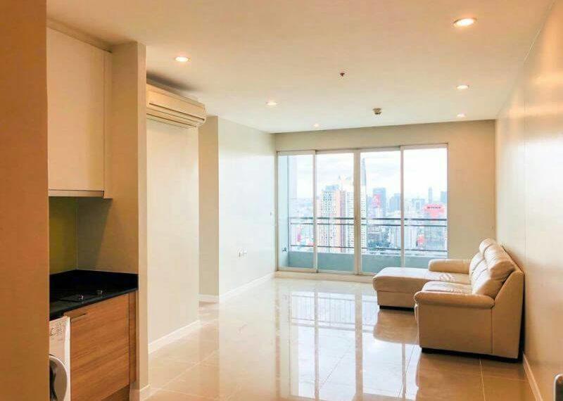 Circle-Phetchaburi-2-bedroom-sale-living