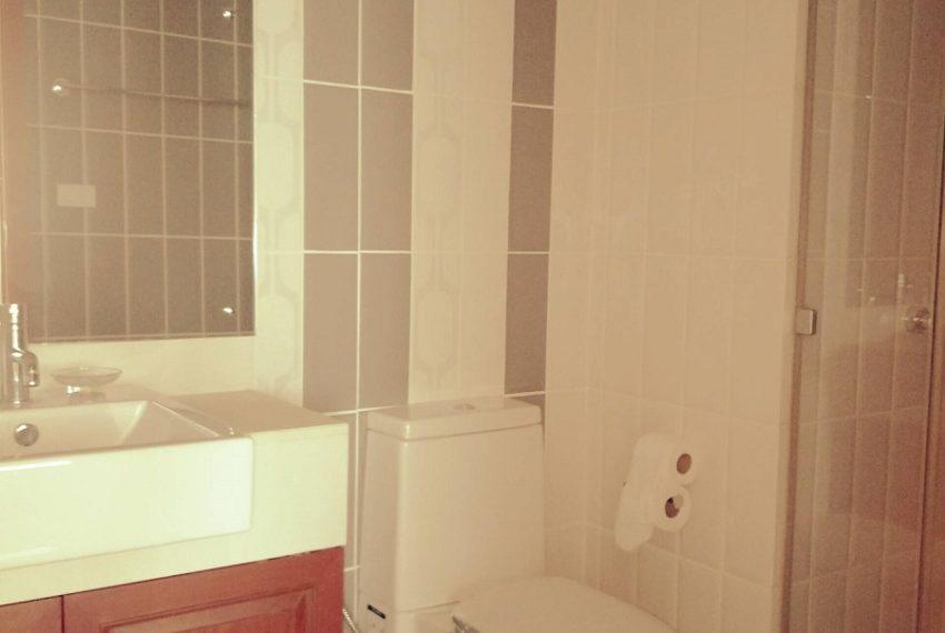 Circle Phetchaburi for sale and rent 1 bedroom mid floor - bathroom
