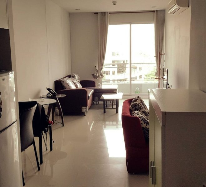 Cheap Condo for Sale With Tenant in Asoke - 1-Bedroom Low Floor