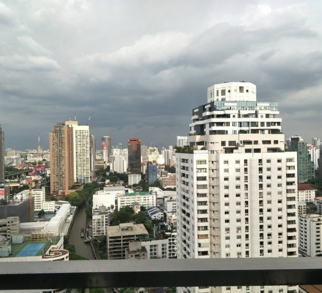 Cheap 2-Bedroom Condo For Sale in Asoke - High Floor - Near Bumrungrad Hospital