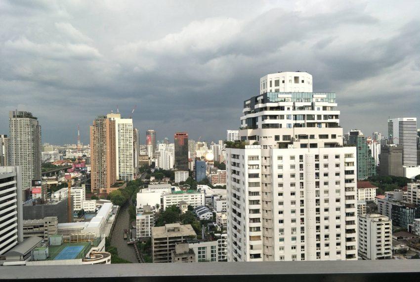 Circle Phetchaburi near Nana - 2-bedroom for sale - balconony view