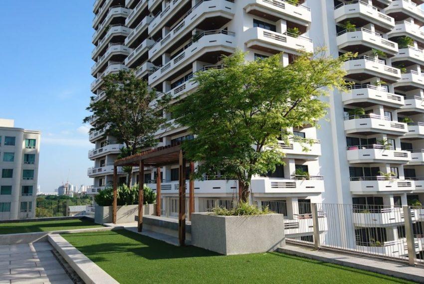 Circle S Sukhumvit 12 condo - rooftop garden