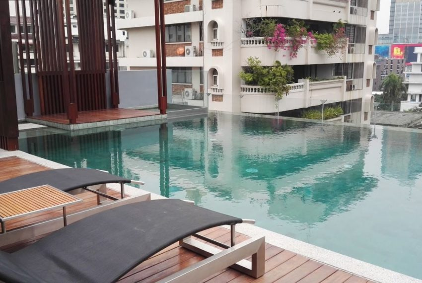 Circle S Sukhumvit 12 condo - rooftop pool