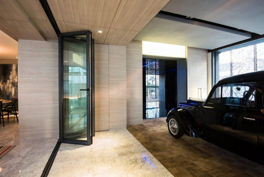 Circle Sukhumvit 11 condo - auromatic parking