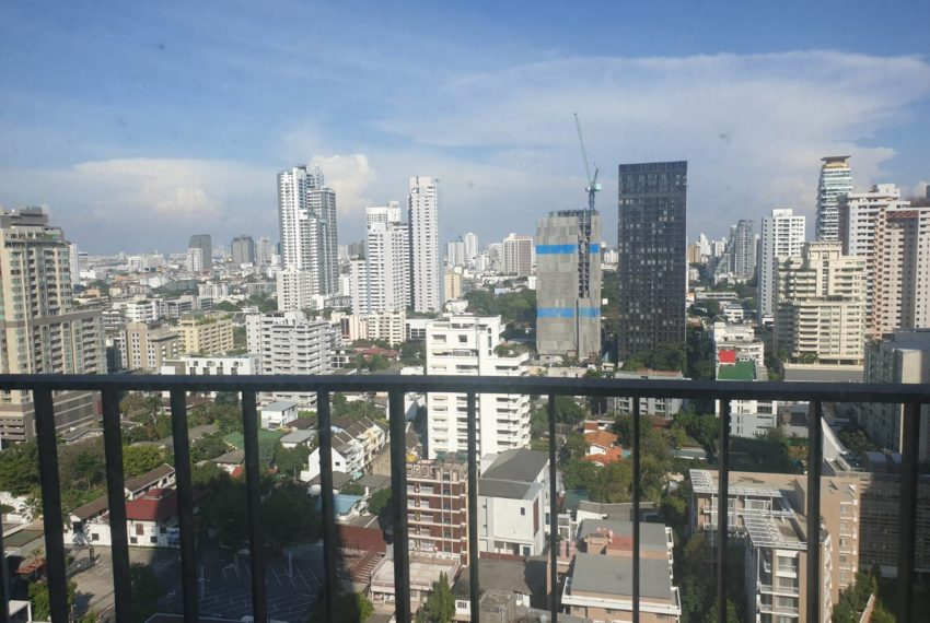 Condo 1 bedroom sale in Edge Sukhumvit 23 - balcony
