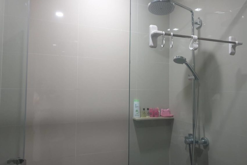 Condo 1 bedroom sale in Edge Sukhumvit 23 - shower