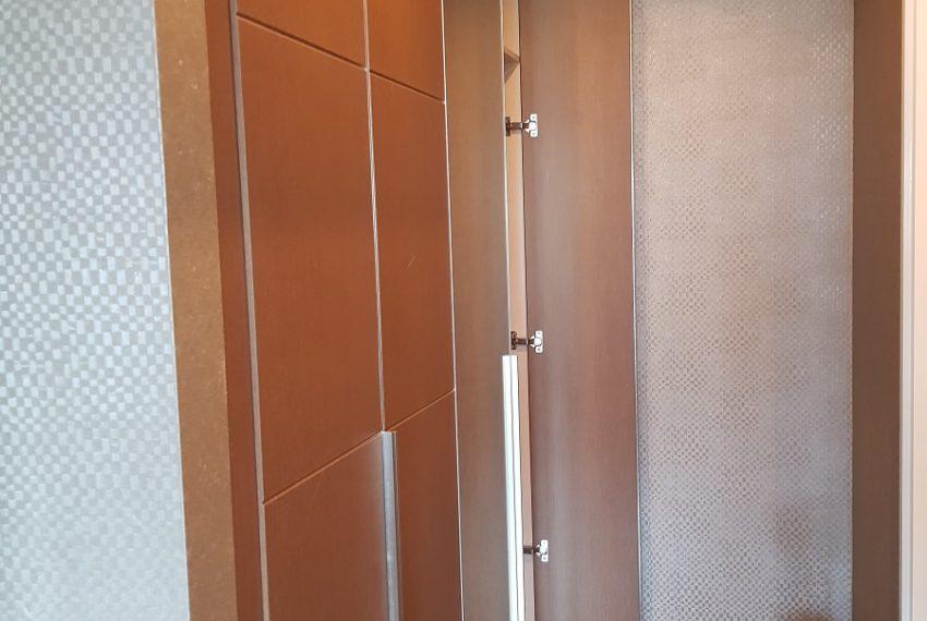 Condolette Dwell Sukhumvit 26 1b1b built-in wardrobe