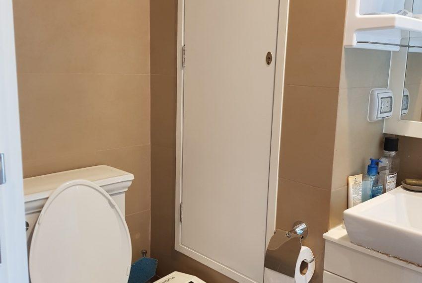 Condolette Dwell Sukhumvit 26 1b1b toilet