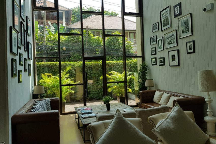 Condolette Dwell Sukhumvit 26 lounge window