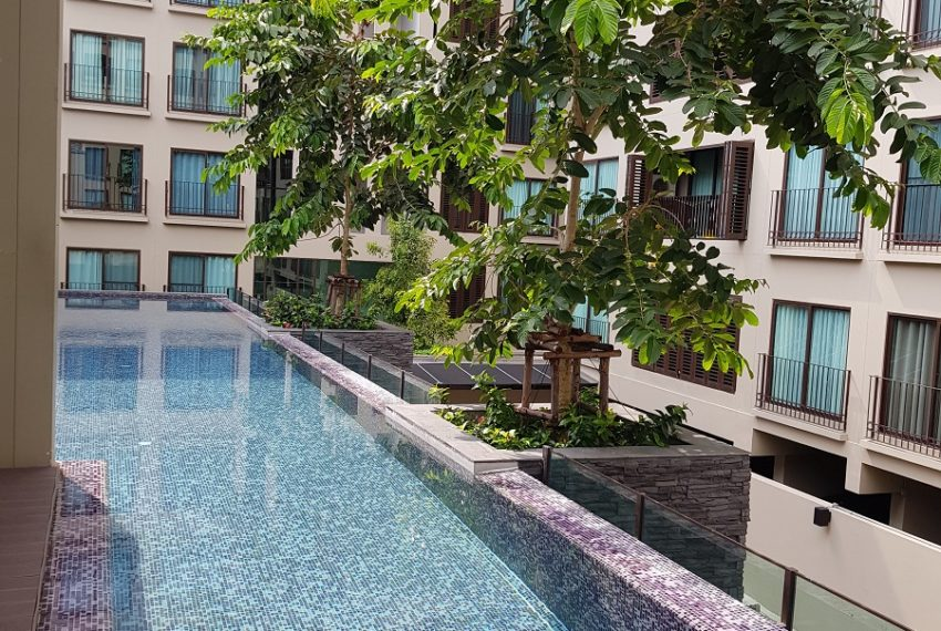 Condolette Dwell Sukhumvit 26 swimming pool