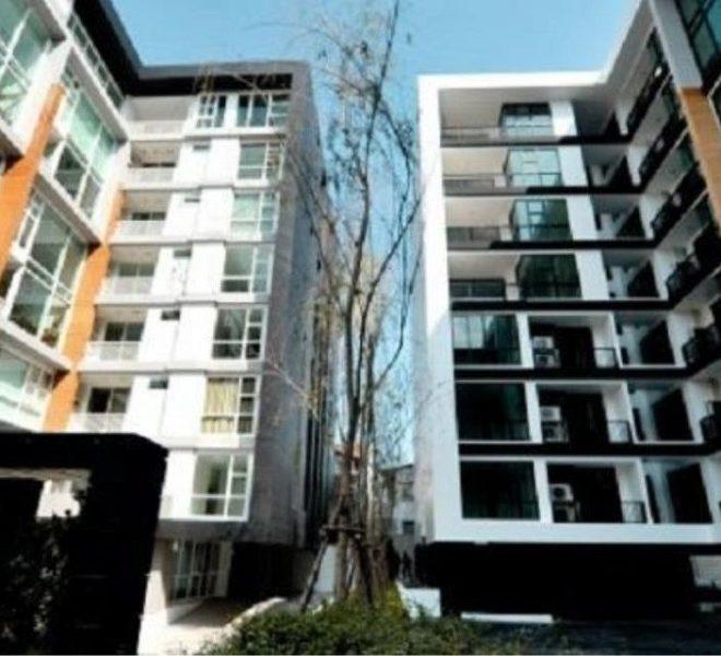 D 65 condominium - street view