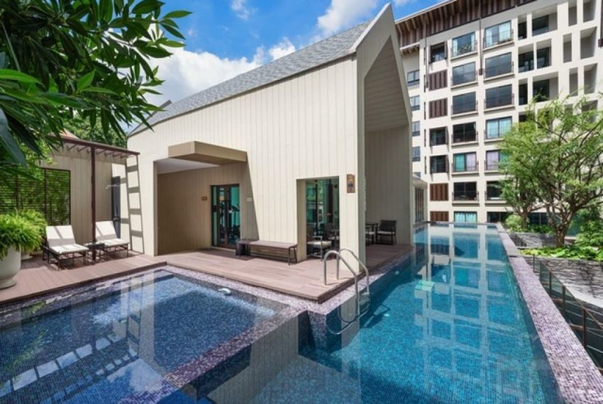 DWell Sukhumvit 26 swimming pool 02