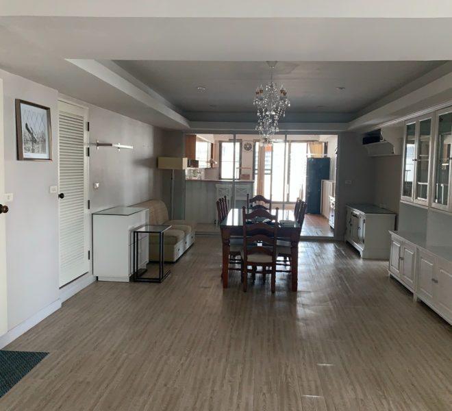 3-balcony 3-bedroom apartment for sale - mid-floor - Royal Castle Sukhumvit 39