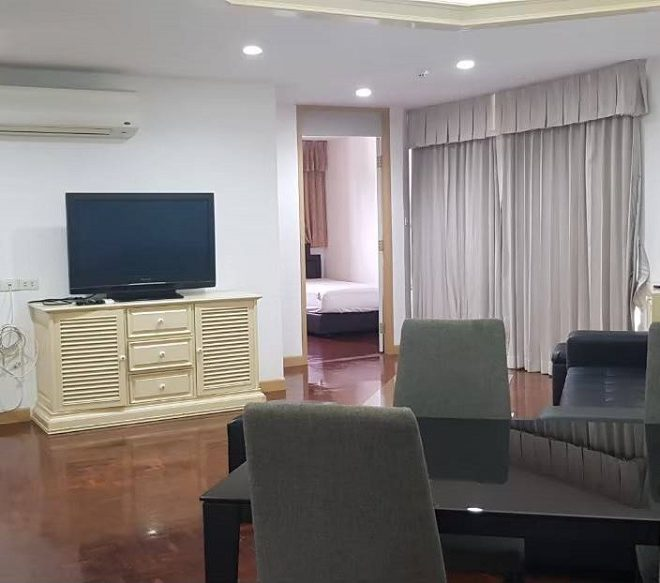 Condo with large room and kitchen for rent in Ekkamai - 2-bedroom - high floor - Tai Ping Towers