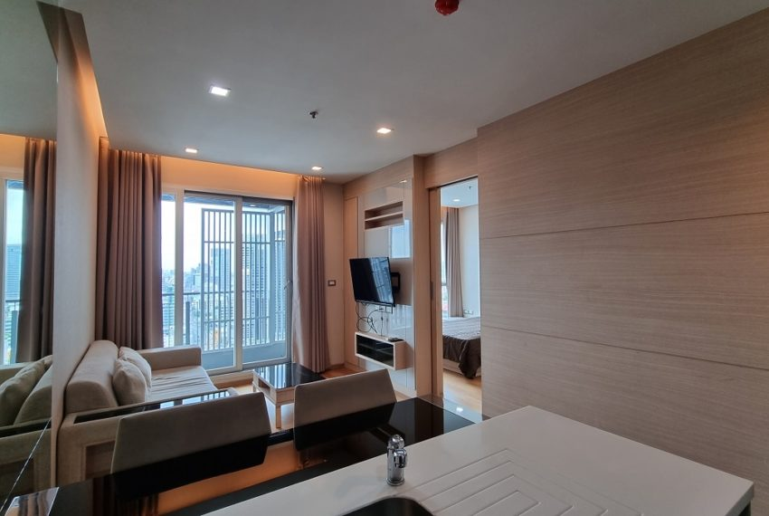 Dining & living area (2)