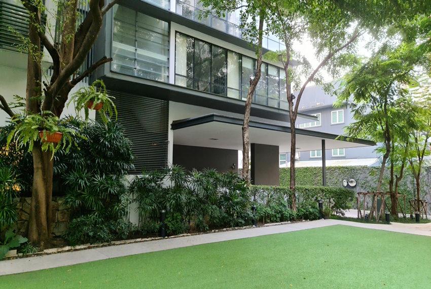 Domus SUkhumvit condominium in Bangkok - green area