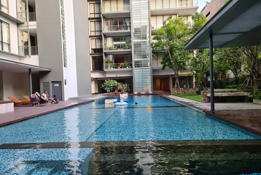 Domus SUkhumvit condominium in Bangkok - pool area