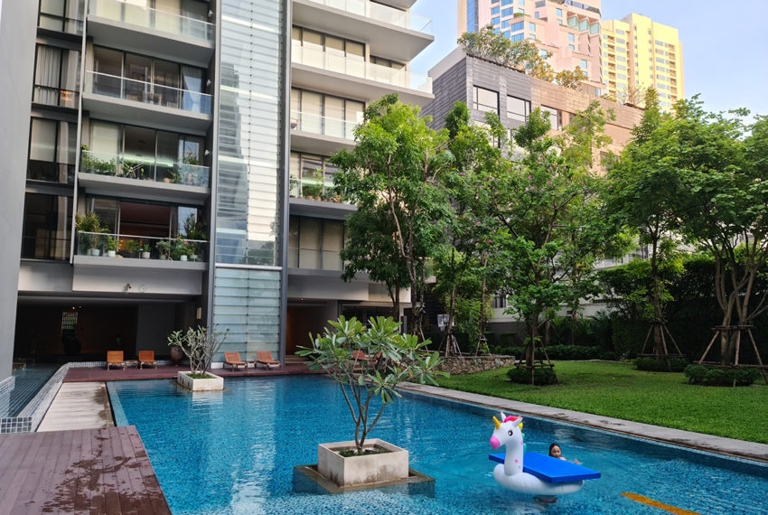 Domus SUkhumvit condominium in Bangkok - swimming pool